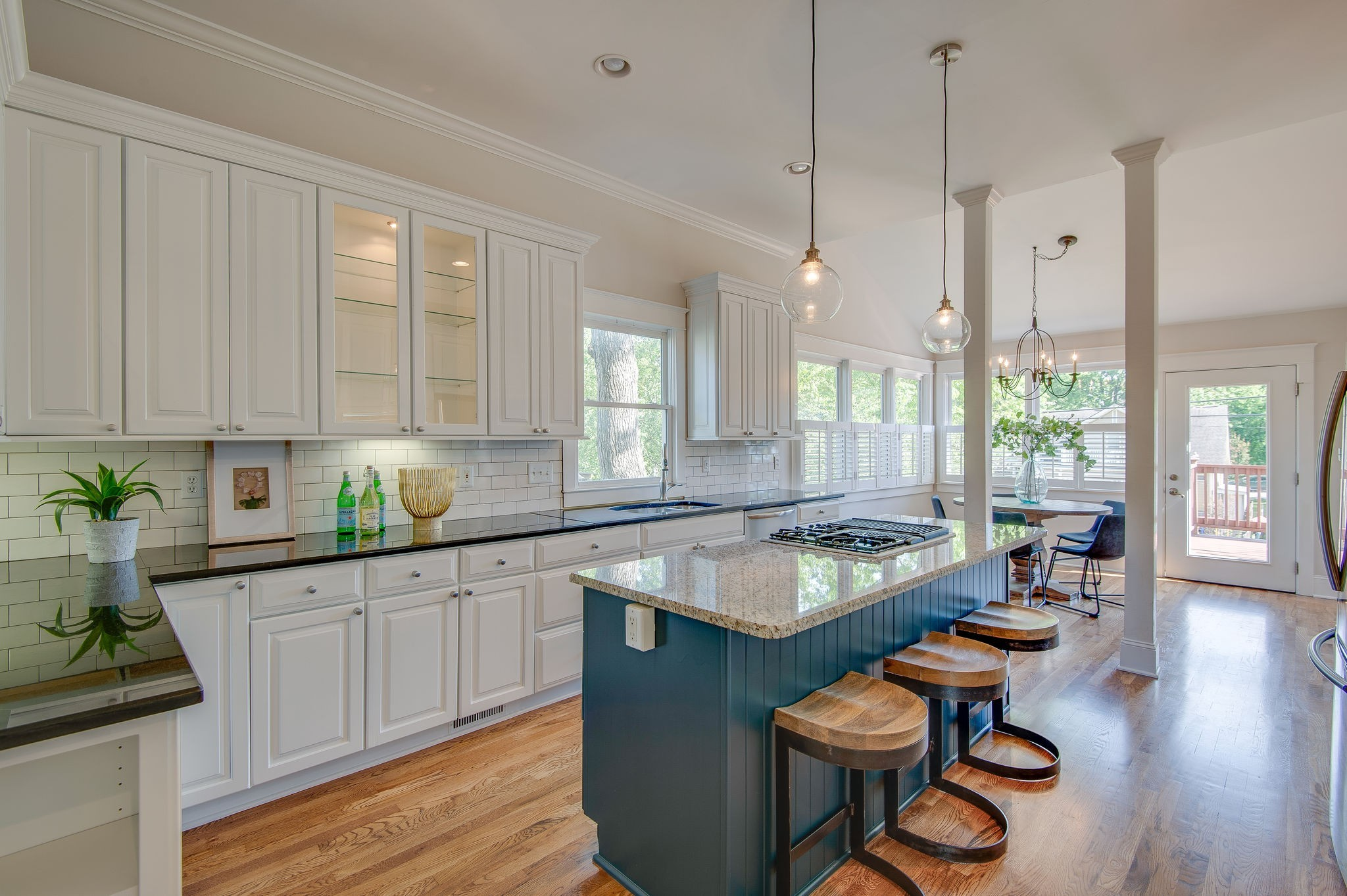 903 Montrose Ave Property Photo