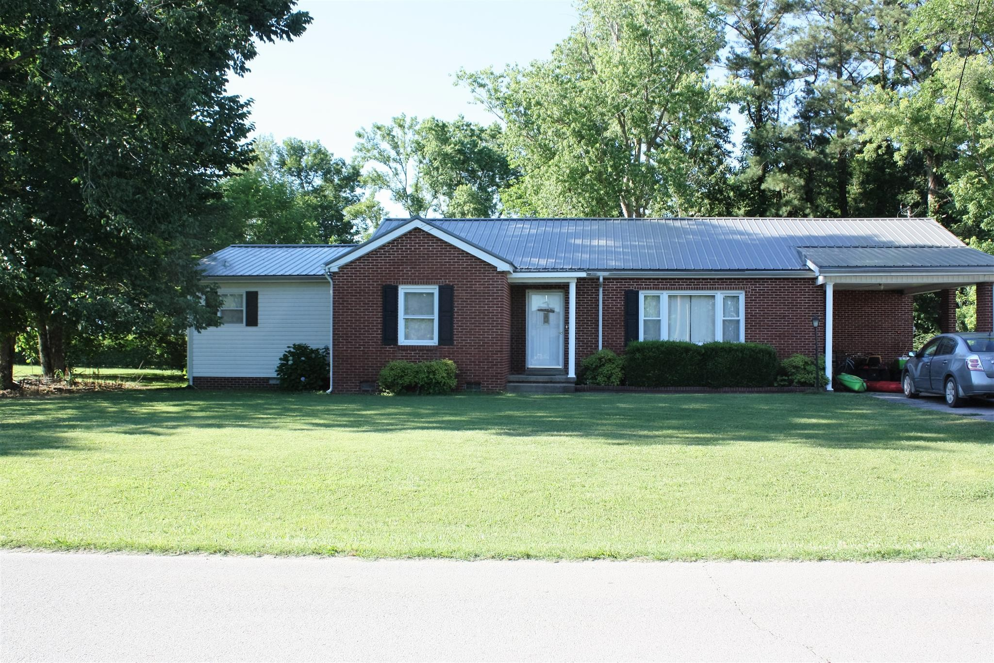 178 W Fourth Ave Property Photo - Lobelville, TN real estate listing