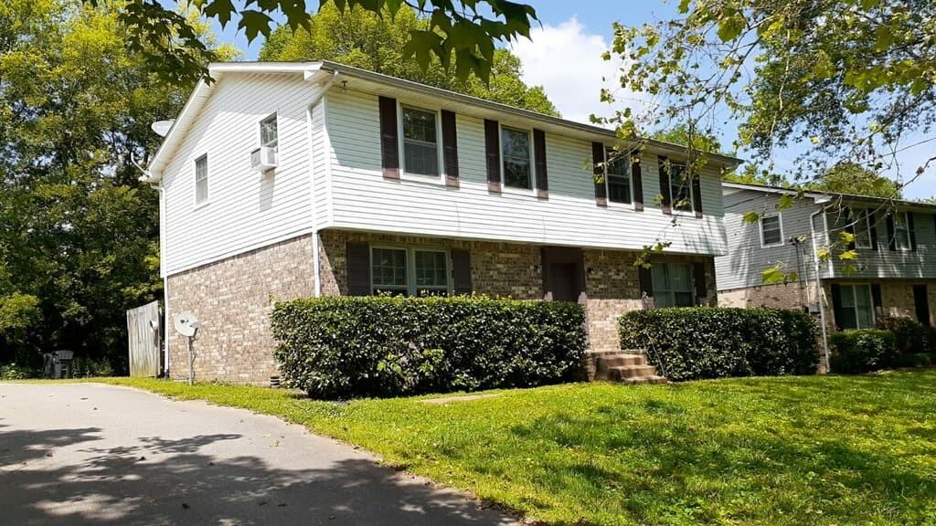 718 McPherson Dr Property Photo 1