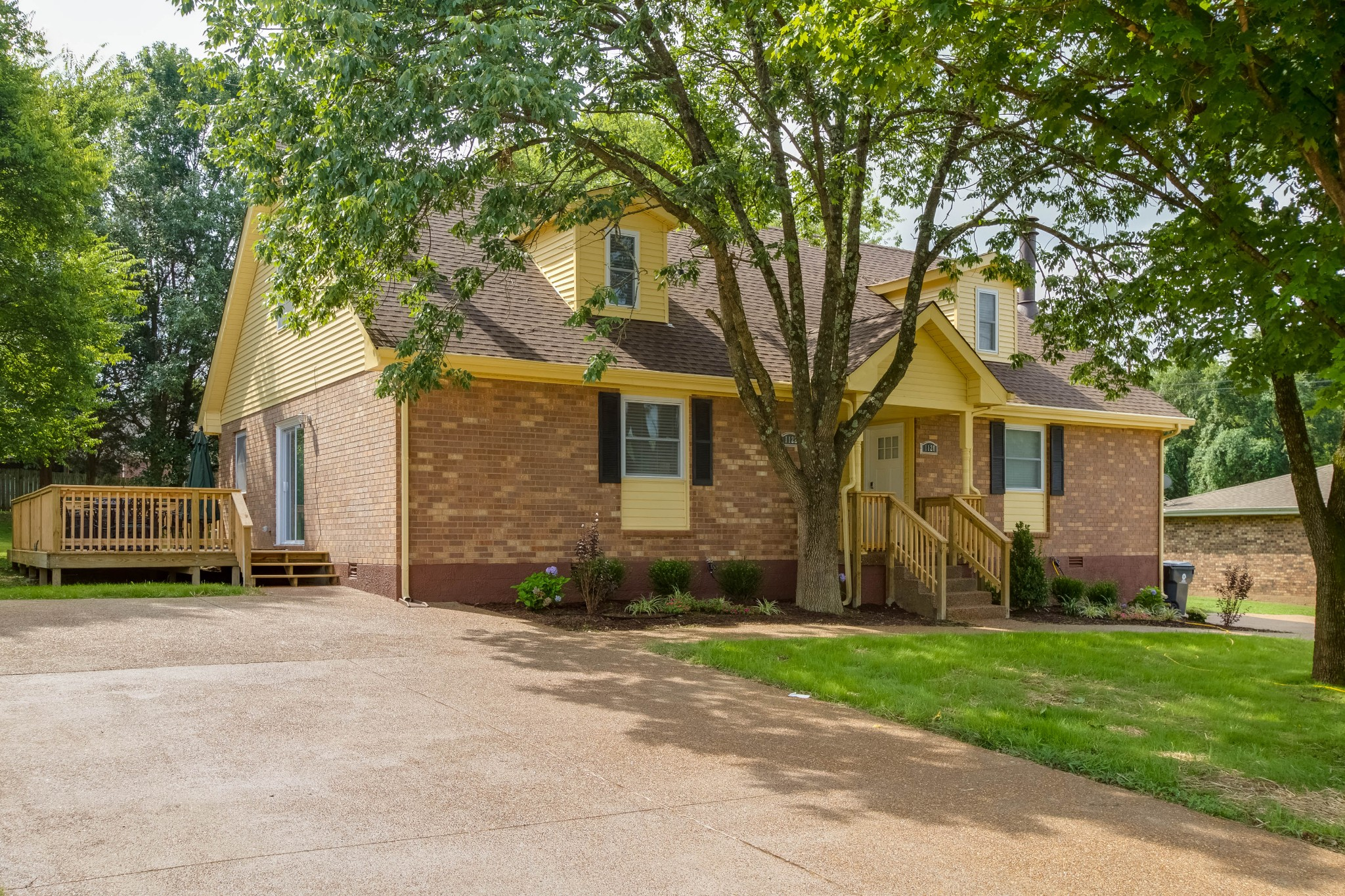 1122 N Graycroft Ave Property Photo - Madison, TN real estate listing