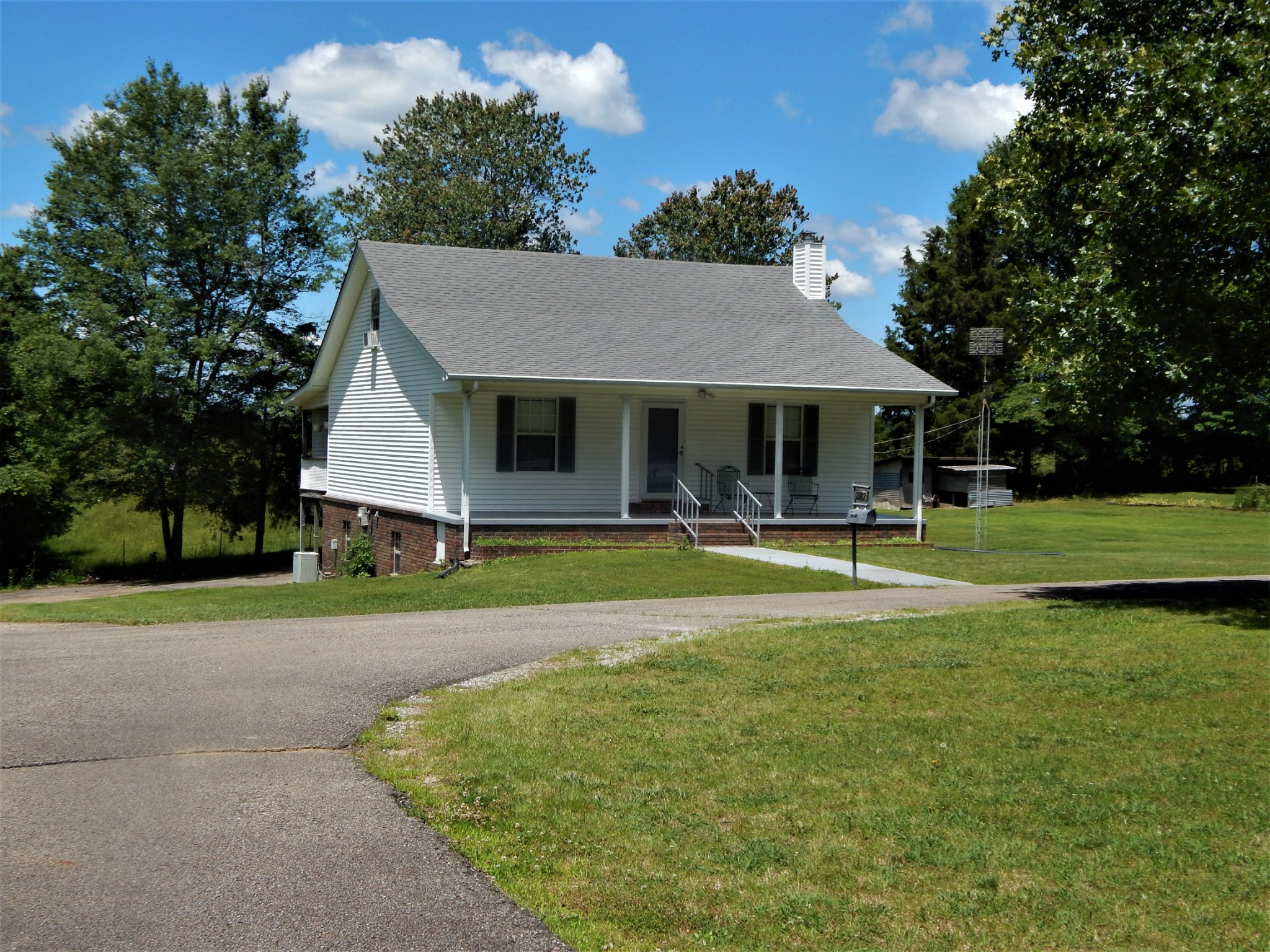 2332 Collinwood HWY Property Photo - Collinwood, TN real estate listing