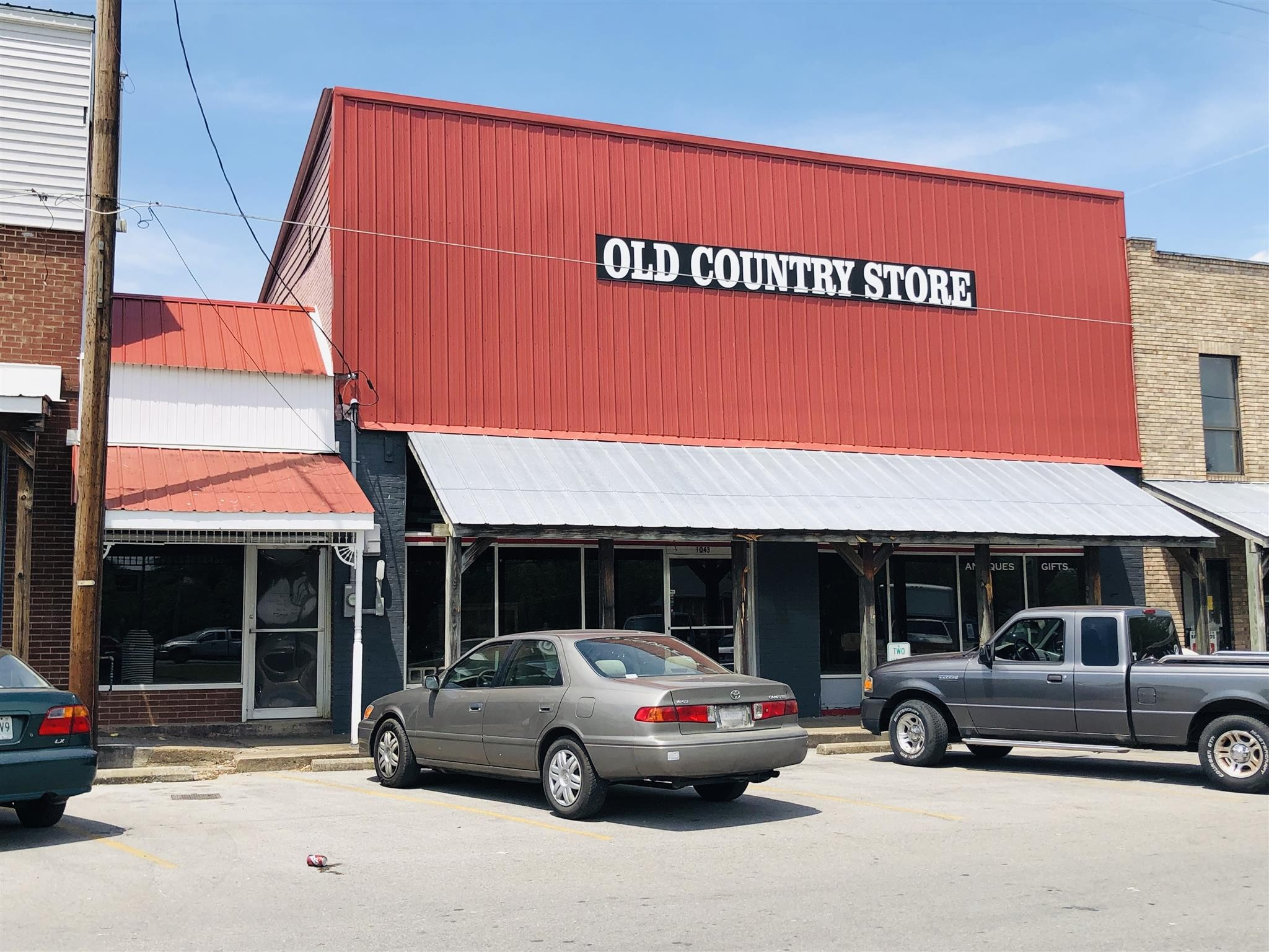 1043 Park St Property Photo - Westmoreland, TN real estate listing