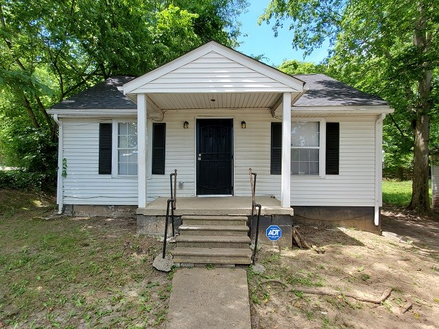 1137 Main St Property Photo - Clarksville, TN real estate listing