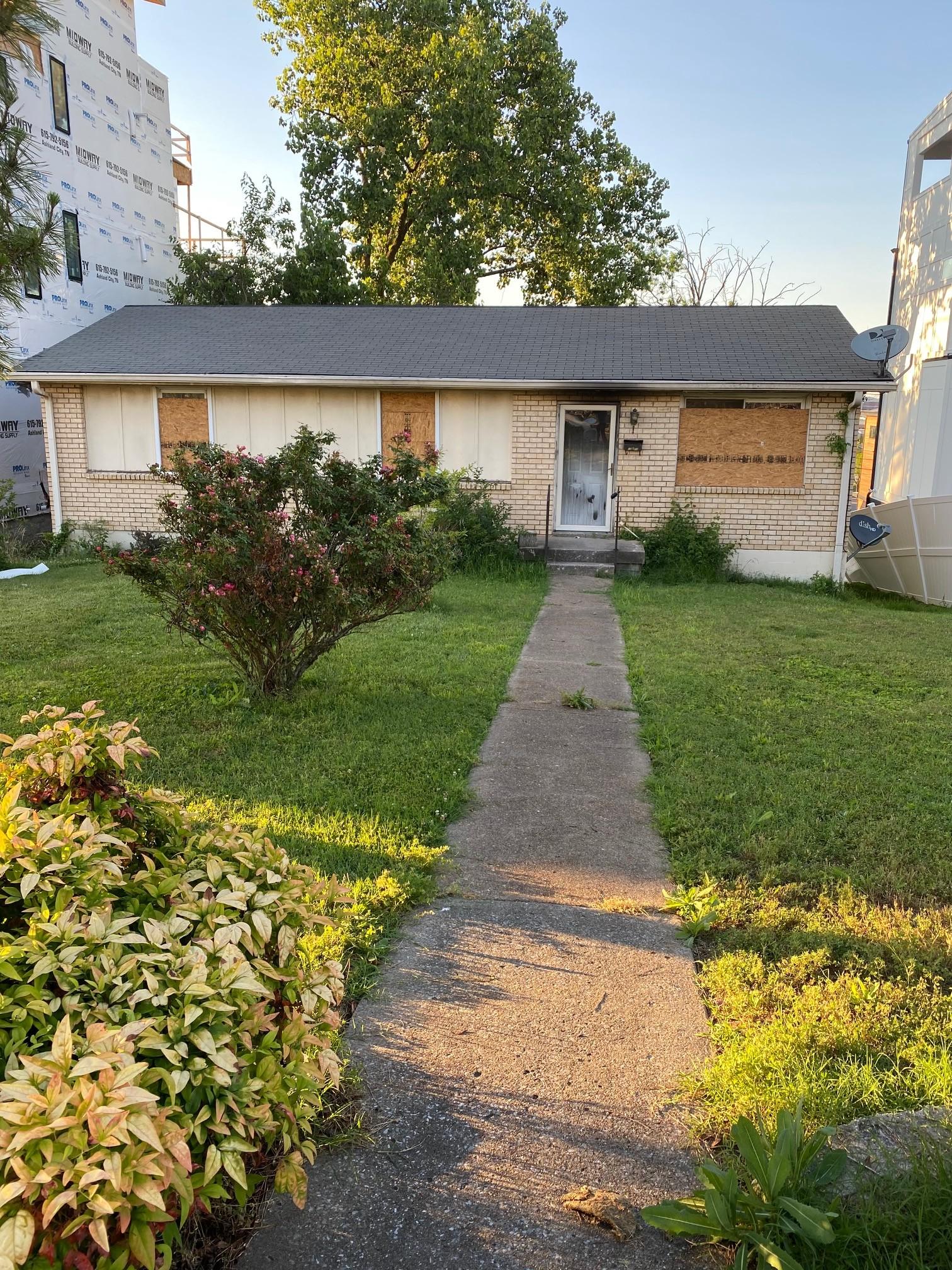 1074 Archer St Property Photo