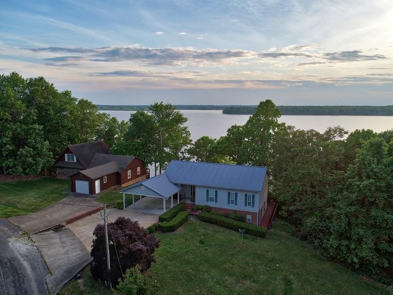 635 Shore Dr Property Photo - Big Sandy, TN real estate listing