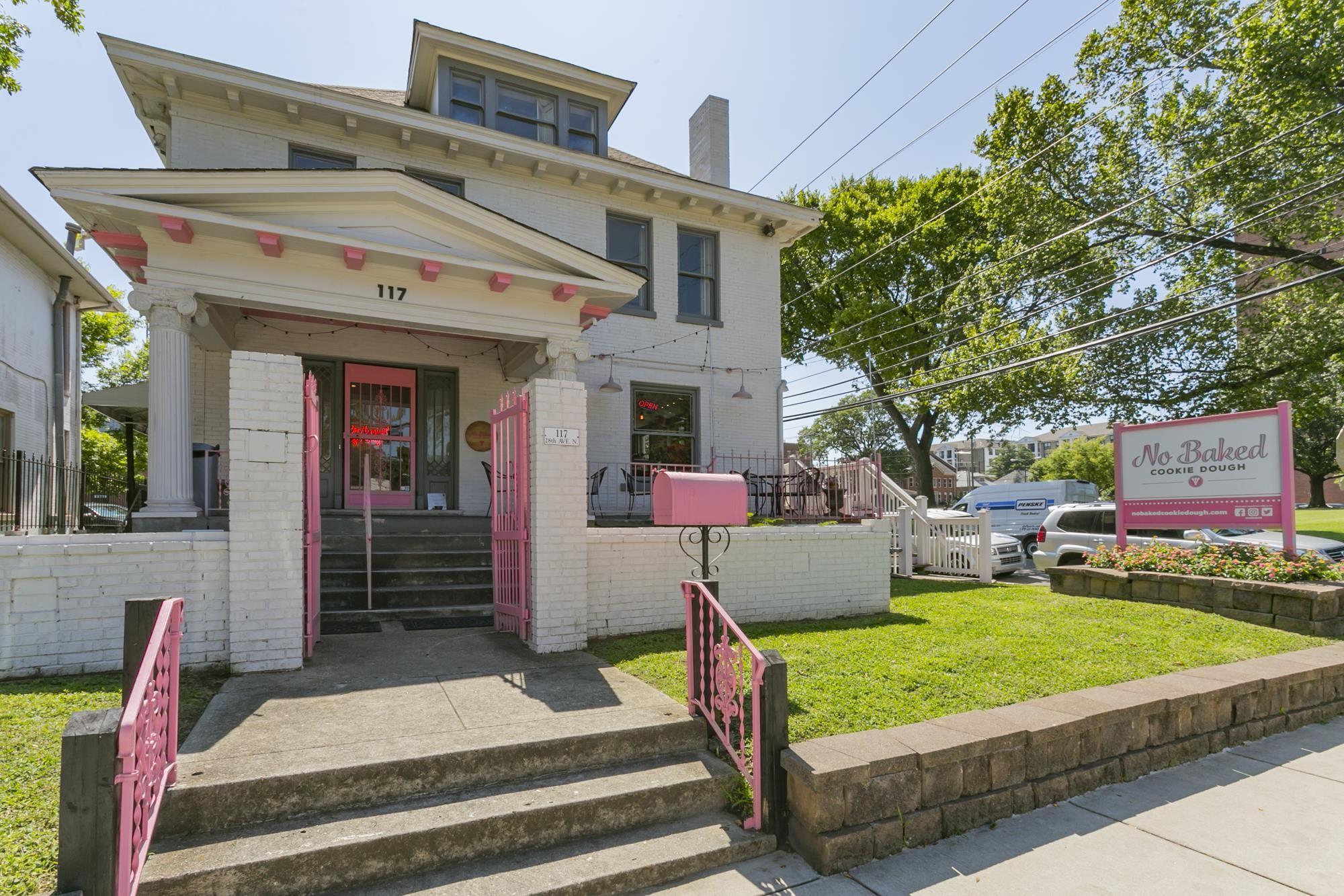 117 28th Ave N Property Photo - Nashville, TN real estate listing