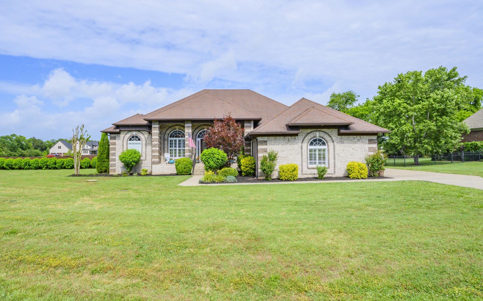3865 Triple Crown Dr Property Photo - Murfreesboro, TN real estate listing