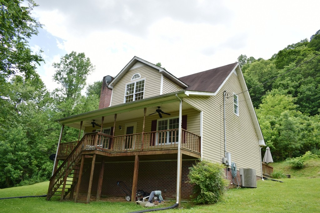 140 Bishop Hollow Ln Property Photo - Pleasant Shade, TN real estate listing