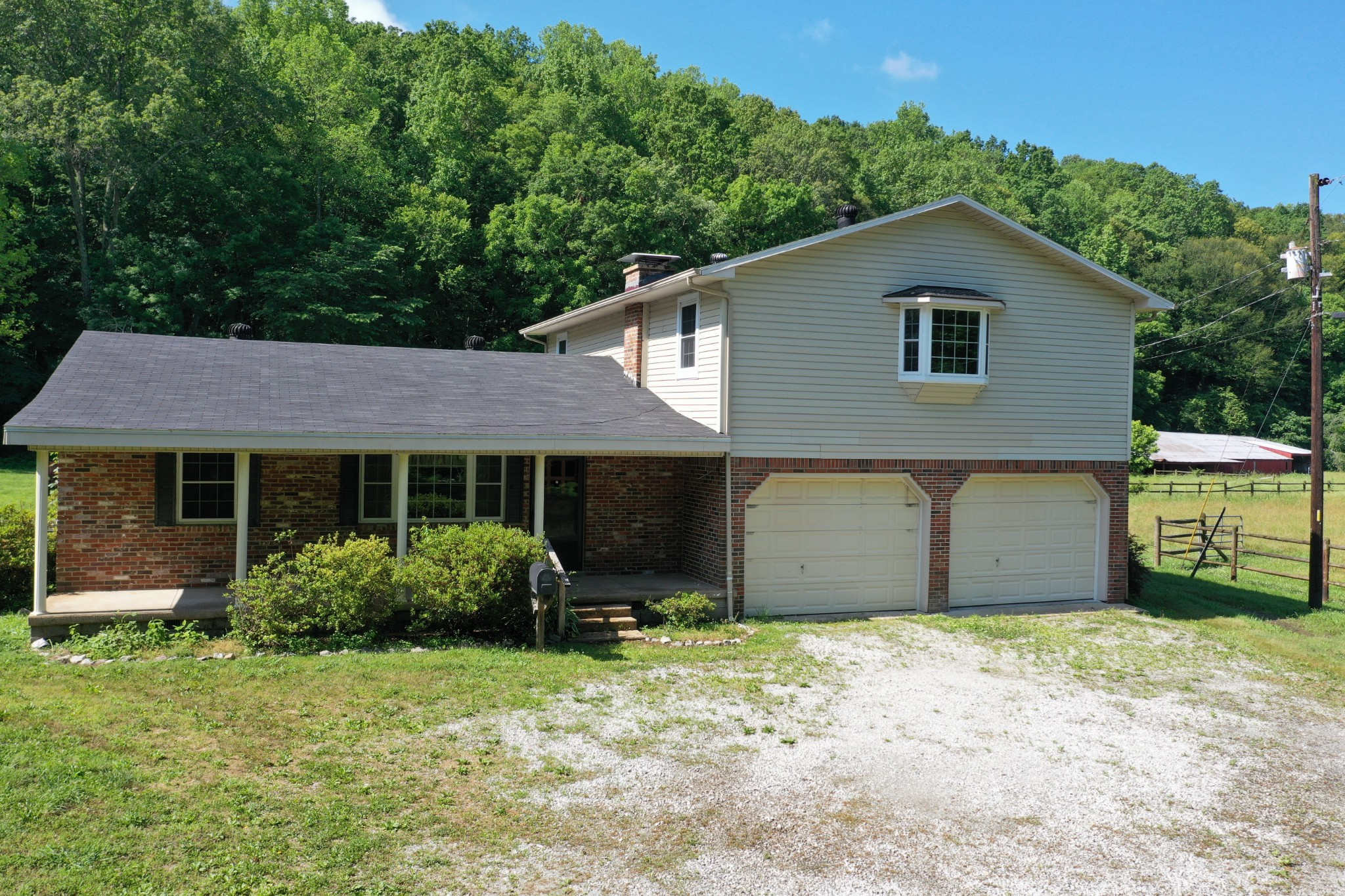 135 Legacy Lane Property Photo - Linden, TN real estate listing