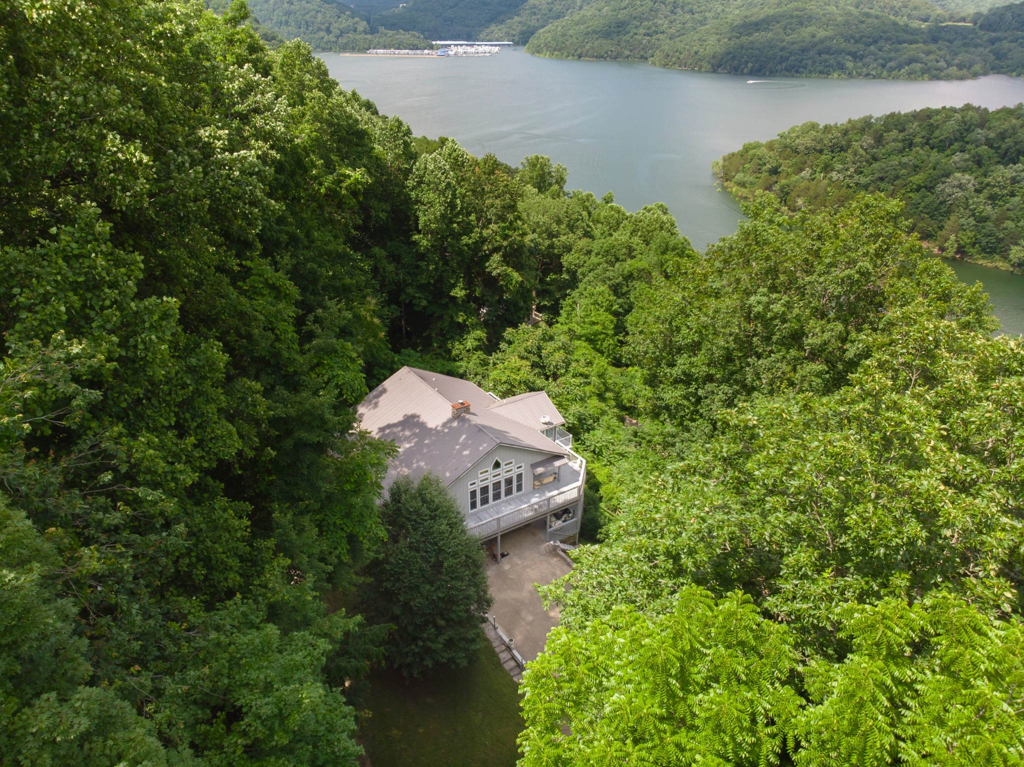 1038 Lakeside Dr Property Photo