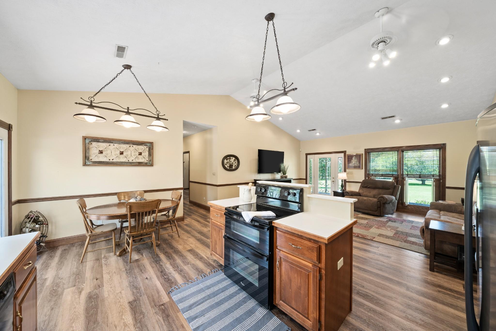 42286 Real Estate Listings Main Image