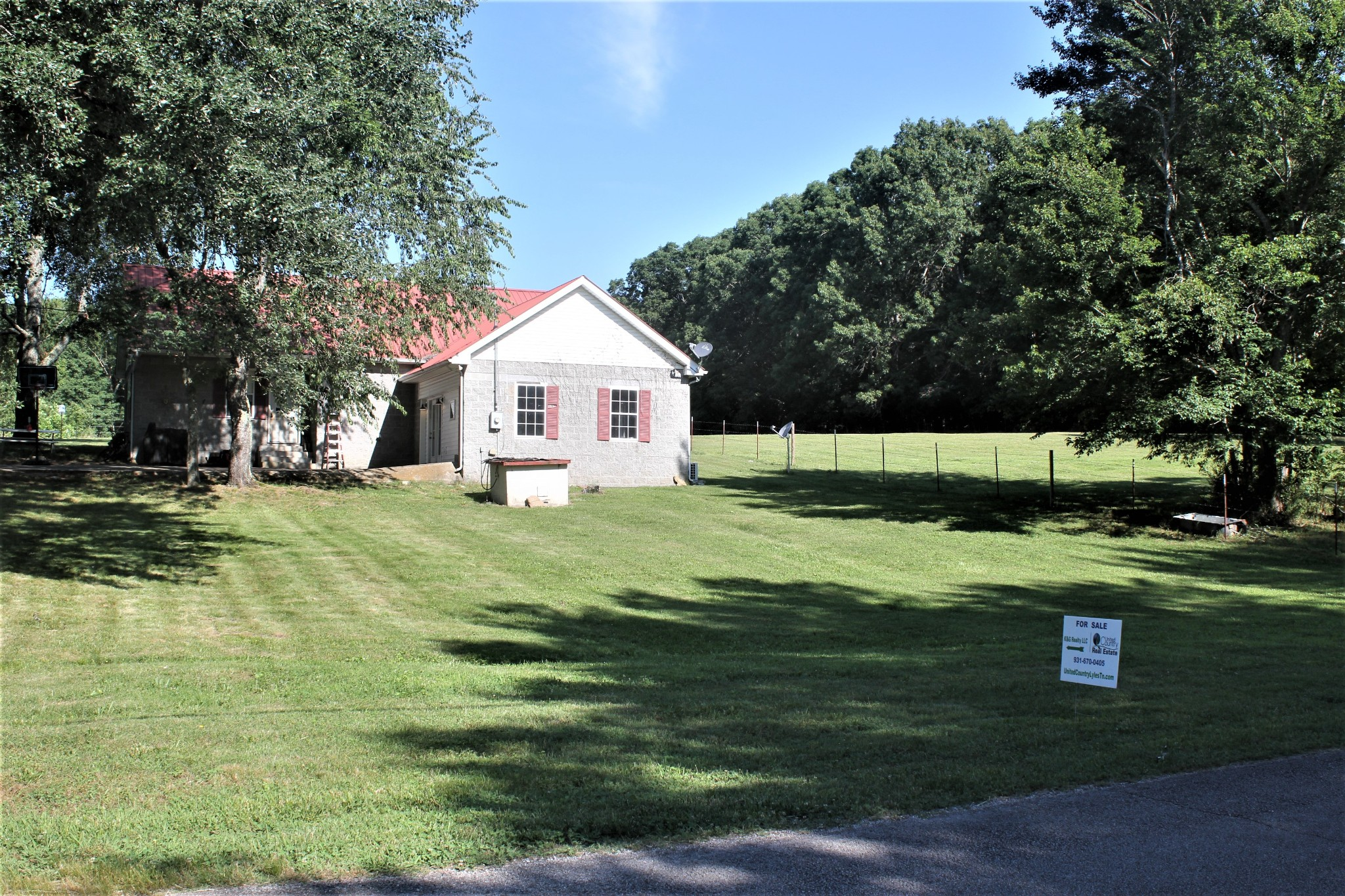 7526 Johnny Crow Rd Property Photo - Lyles, TN real estate listing