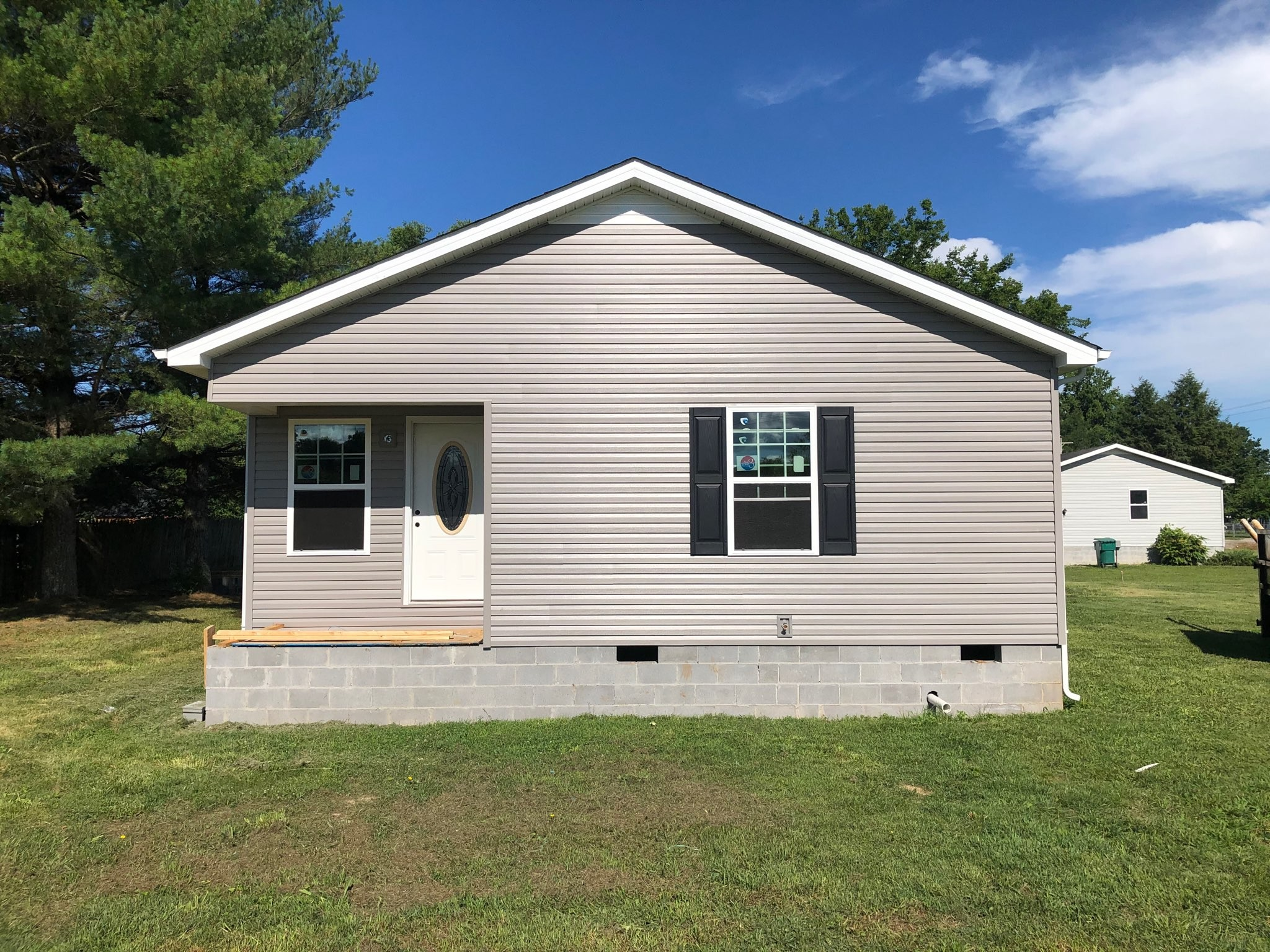407 Montgomery St Property Photo - Cowan, TN real estate listing