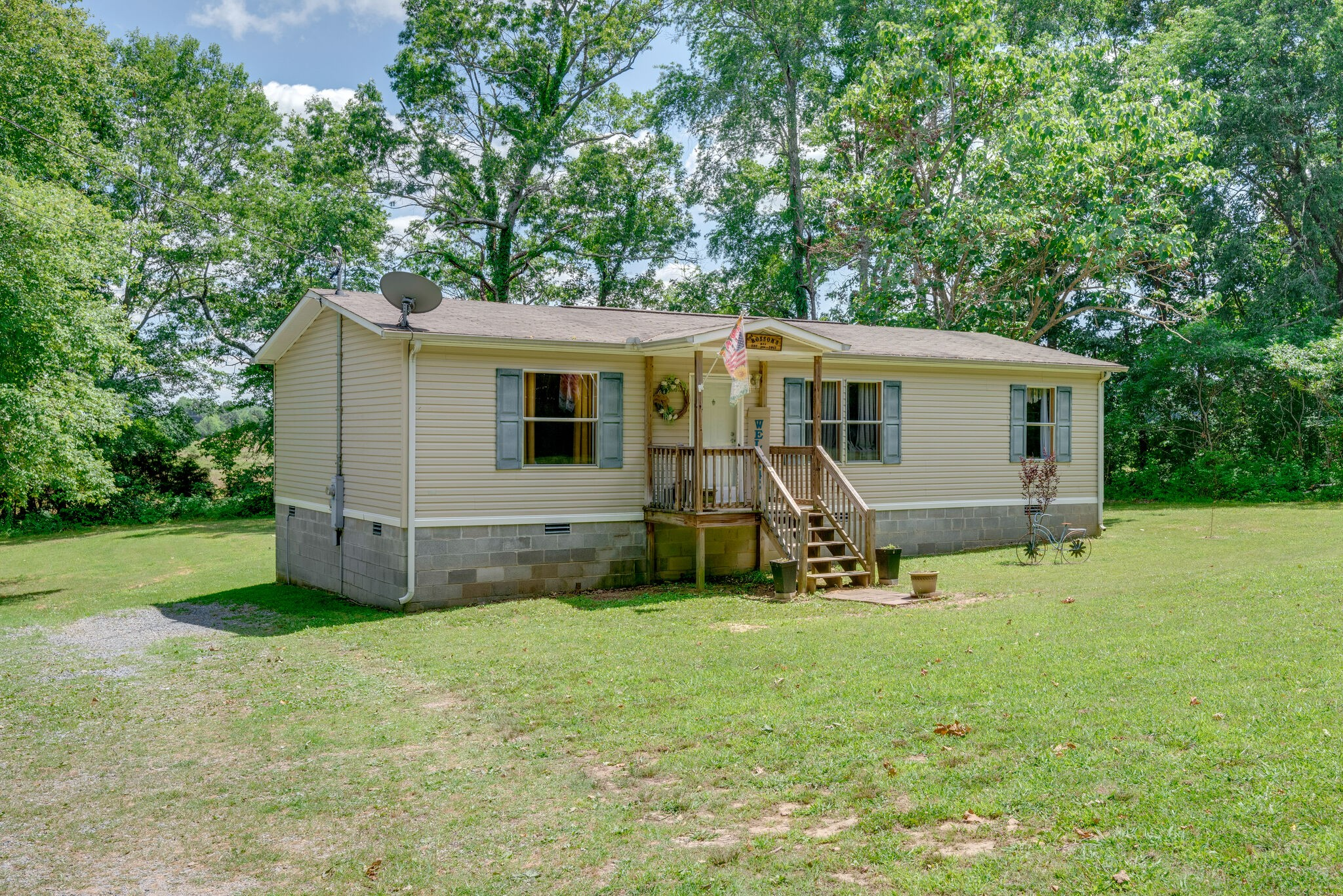 9975 Ligon Love Rd Property Photo - Bon Aqua, TN real estate listing