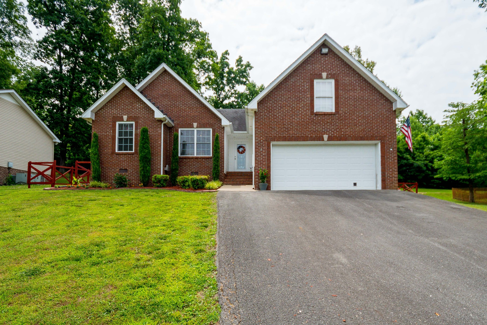 812 Red Hollow Dr Property Photo - Springfield, TN real estate listing