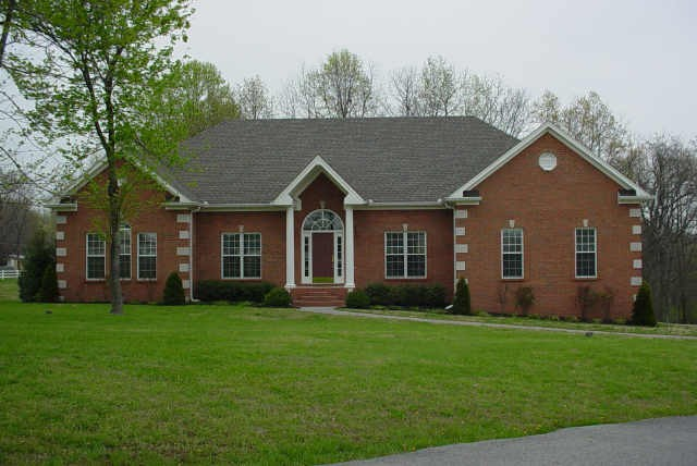 1072 Pleasant Valley Rd Property Photo - Greenbrier, TN real estate listing