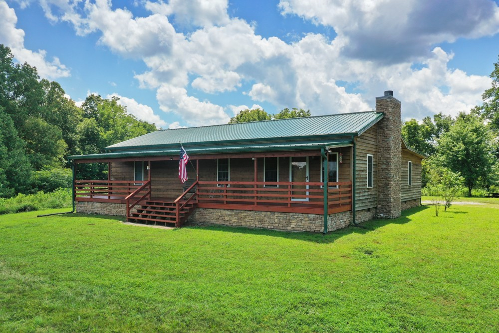 39 Sloan Branch Hill Ln Property Photo - Pleasant Shade, TN real estate listing