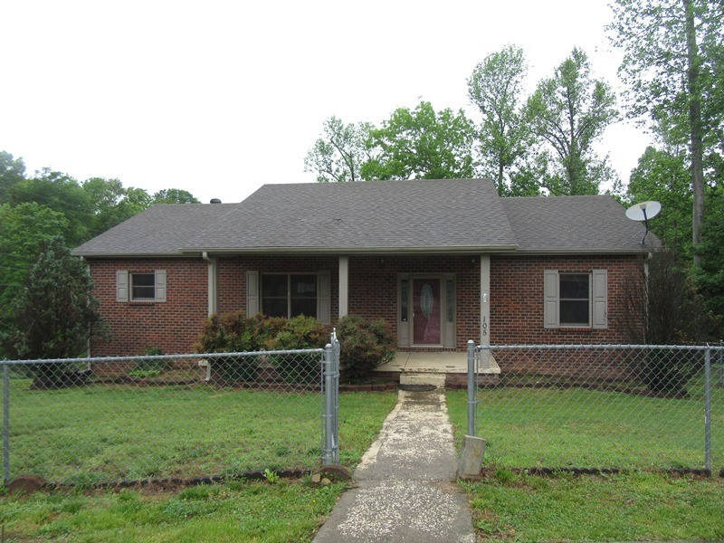 105 Neville Ct Property Photo - Dover, TN real estate listing