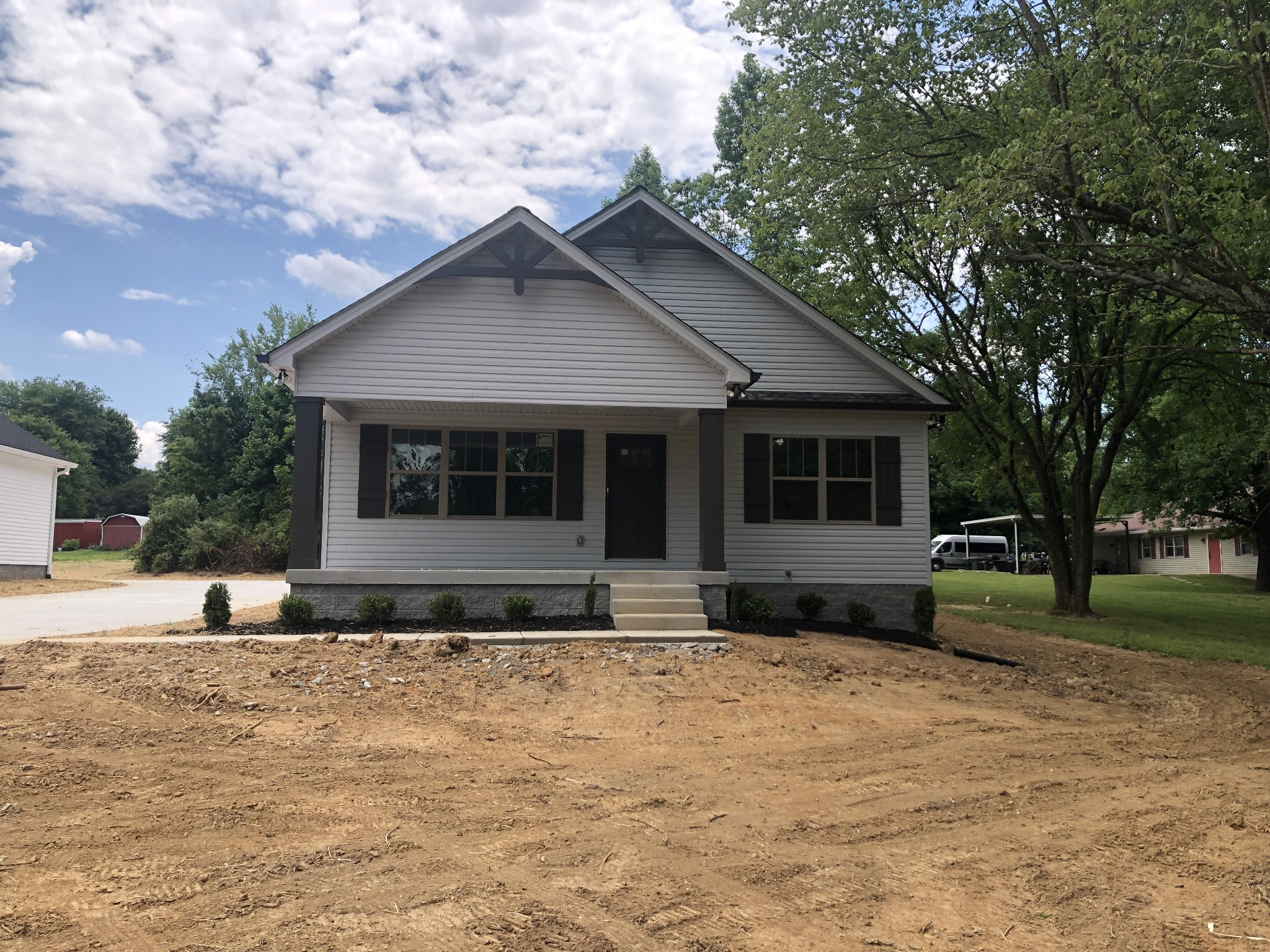 2401 17th Ave E Property Photo - Springfield, TN real estate listing