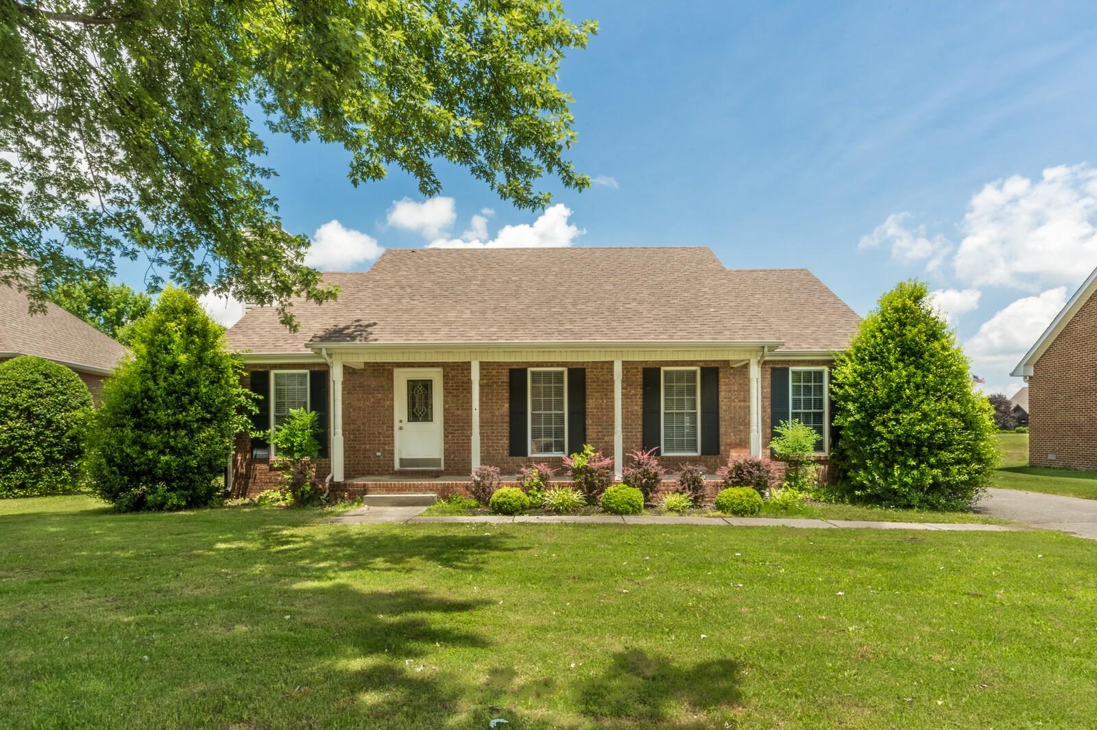 125 Foxrun Property Photo - Springfield, TN real estate listing