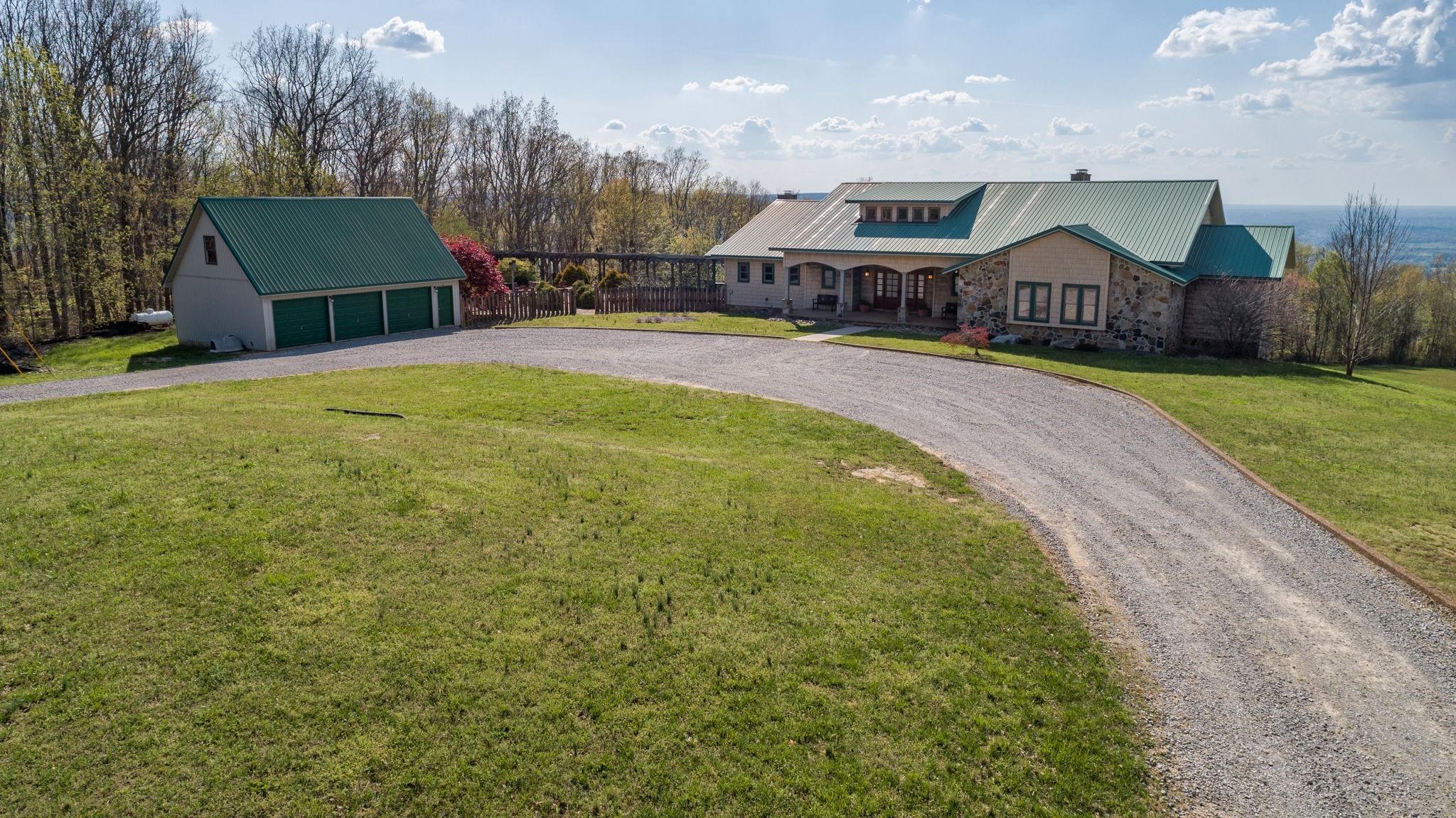 576 Bluff Line Dr Property Photo - Mc Minnville, TN real estate listing