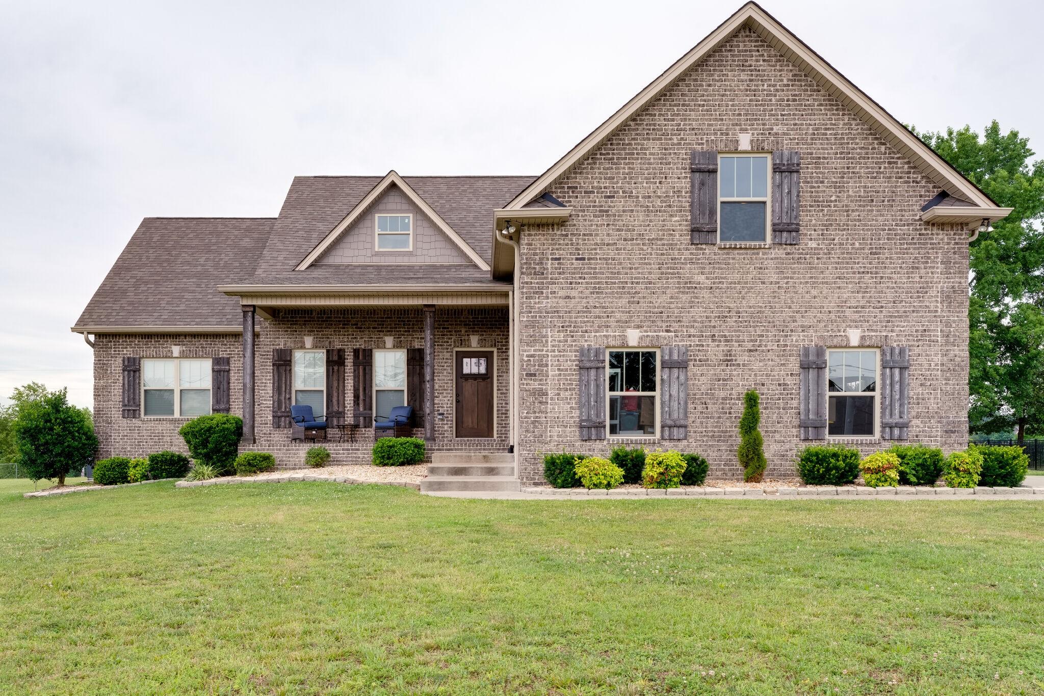 1068 Carrs Creek Blvd Property Photo - Greenbrier, TN real estate listing