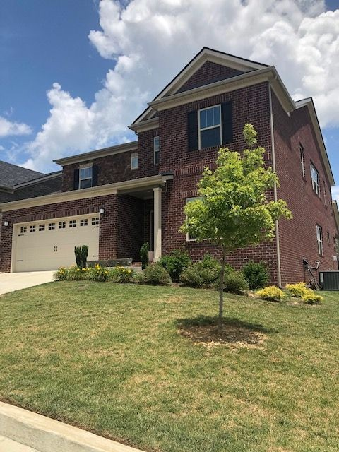 576 Fall Creek Cir Property Photo - Goodlettsville, TN real estate listing