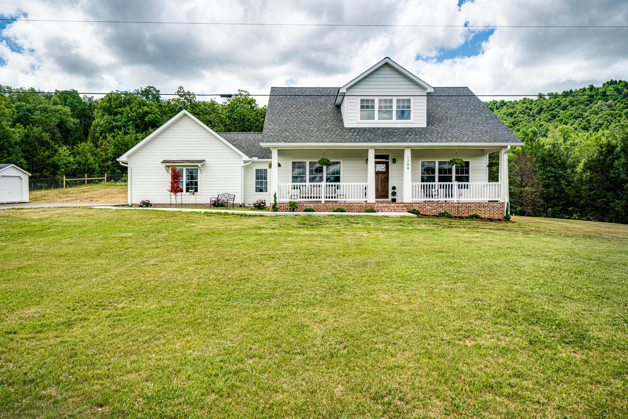 38570 Real Estate Listings Main Image