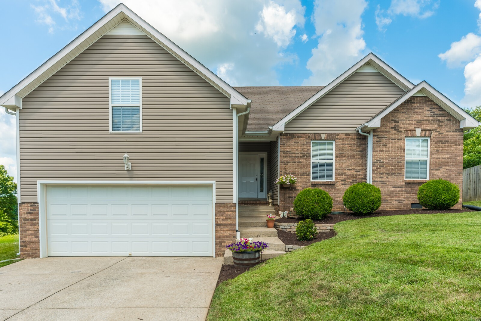623 Chestnut Ct Property Photo - Springfield, TN real estate listing