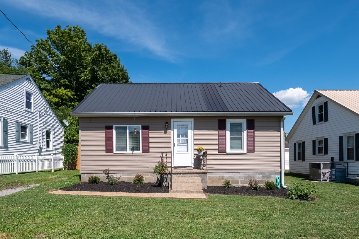312 Hayes St Property Photo - Hartsville, TN real estate listing