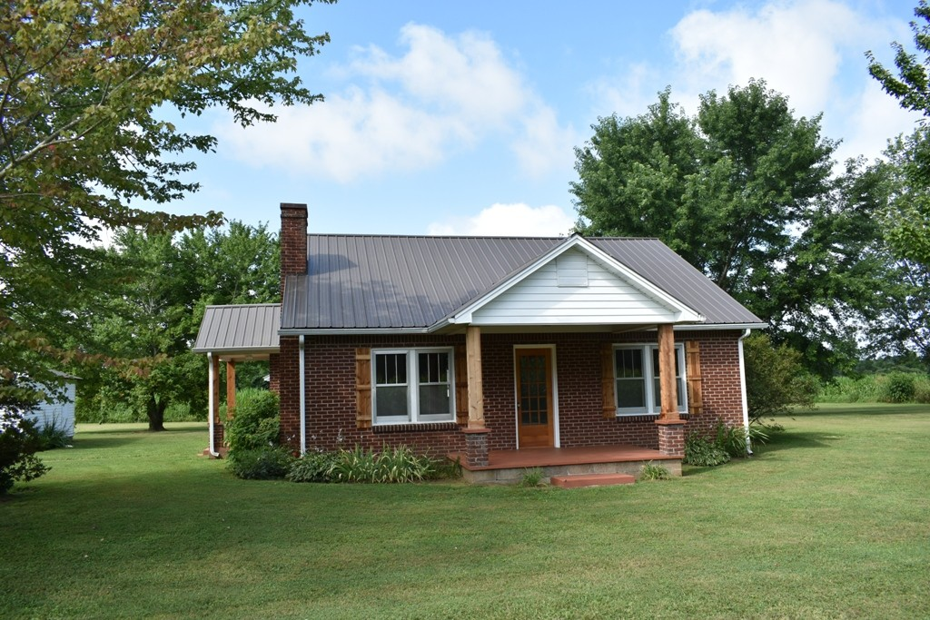 807 Goad Ridge Ln Property Photo - Pleasant Shade, TN real estate listing
