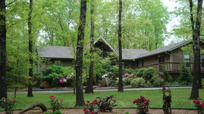2120 Lakeshore Dr Property Photo - Monteagle, TN real estate listing