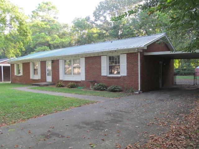 2215 Pendleton Dr Property Photo - Clarksville, TN real estate listing