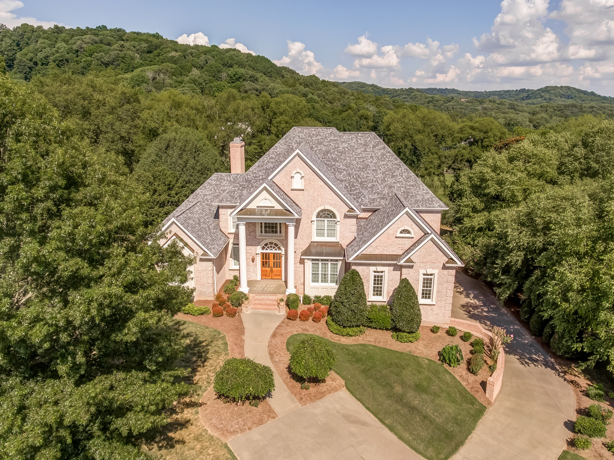 389 Lake Valley Dr Property Photo - Franklin, TN real estate listing
