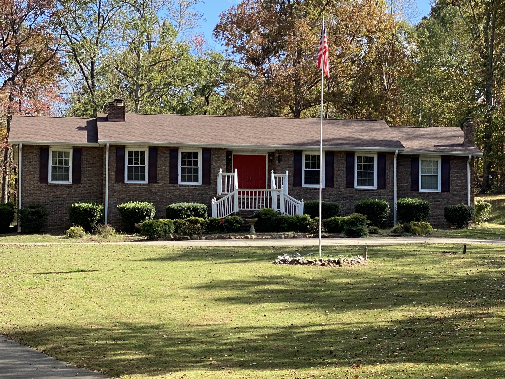 109 Rustling Oaks Dr Property Photo - Waverly, TN real estate listing