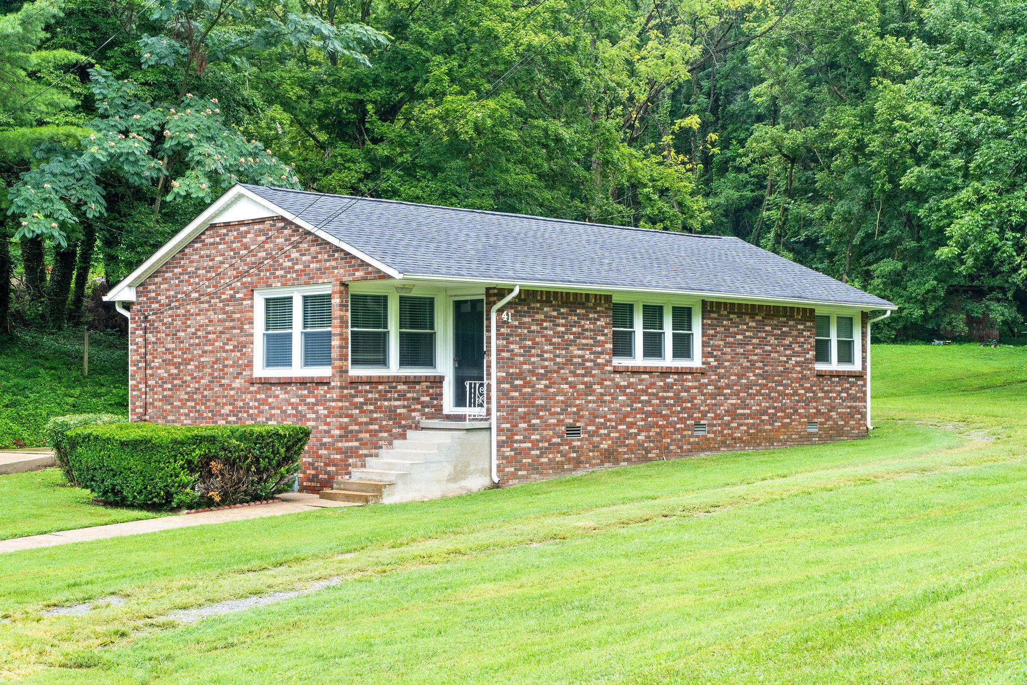 41 N Boone St Property Photo - Erin, TN real estate listing