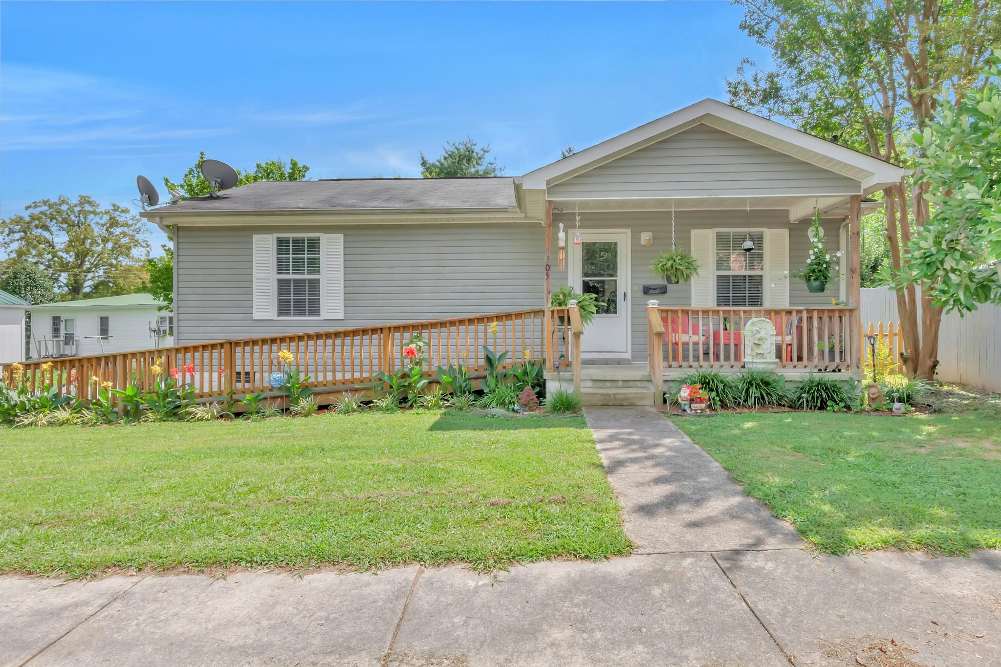305 Jackson St Property Photo - Smithville, TN real estate listing