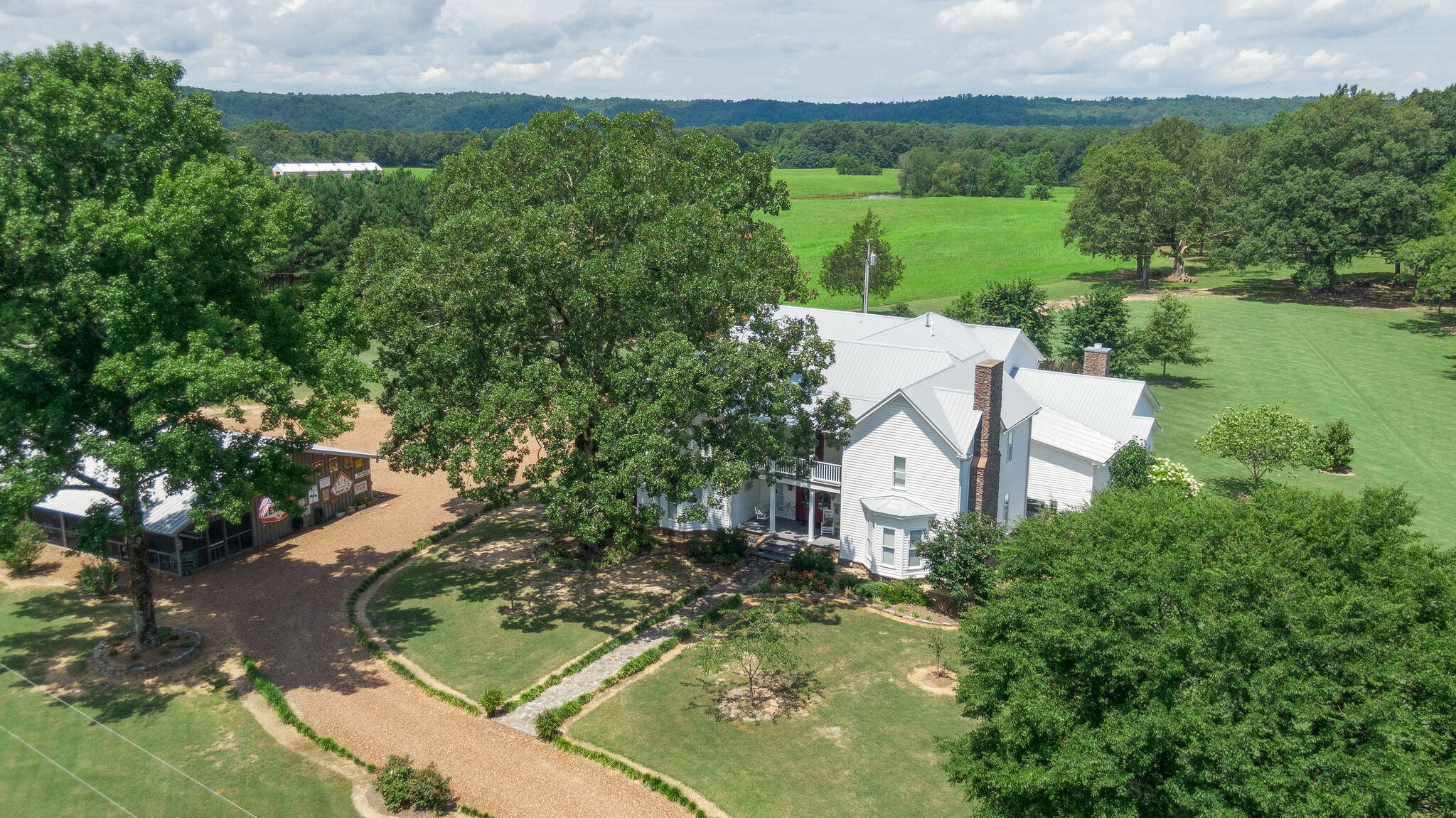 332 Horseshoe Bend Rd Property Photo - Linden, TN real estate listing