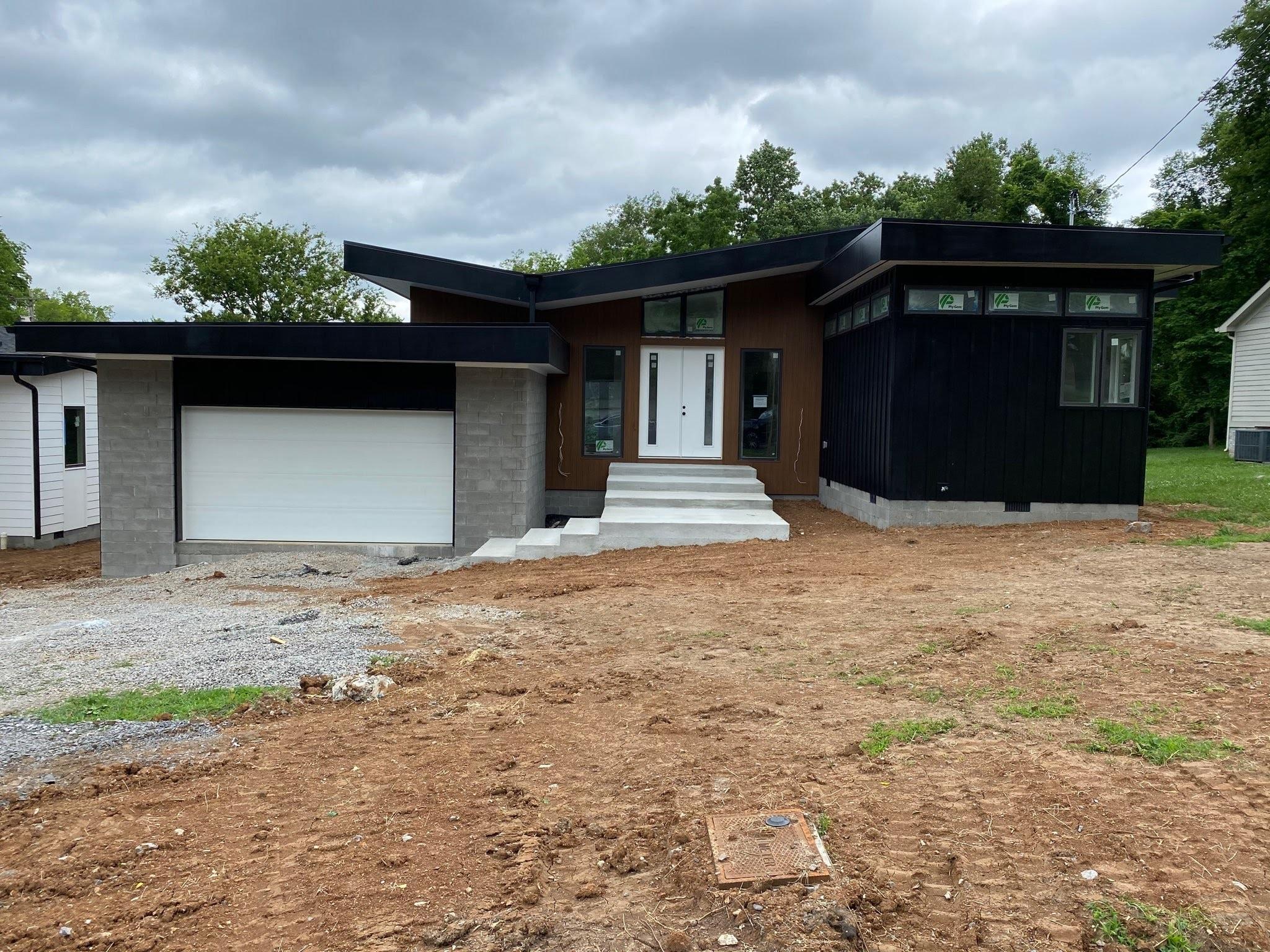903 Oak St Property Photo - Nashville, TN real estate listing