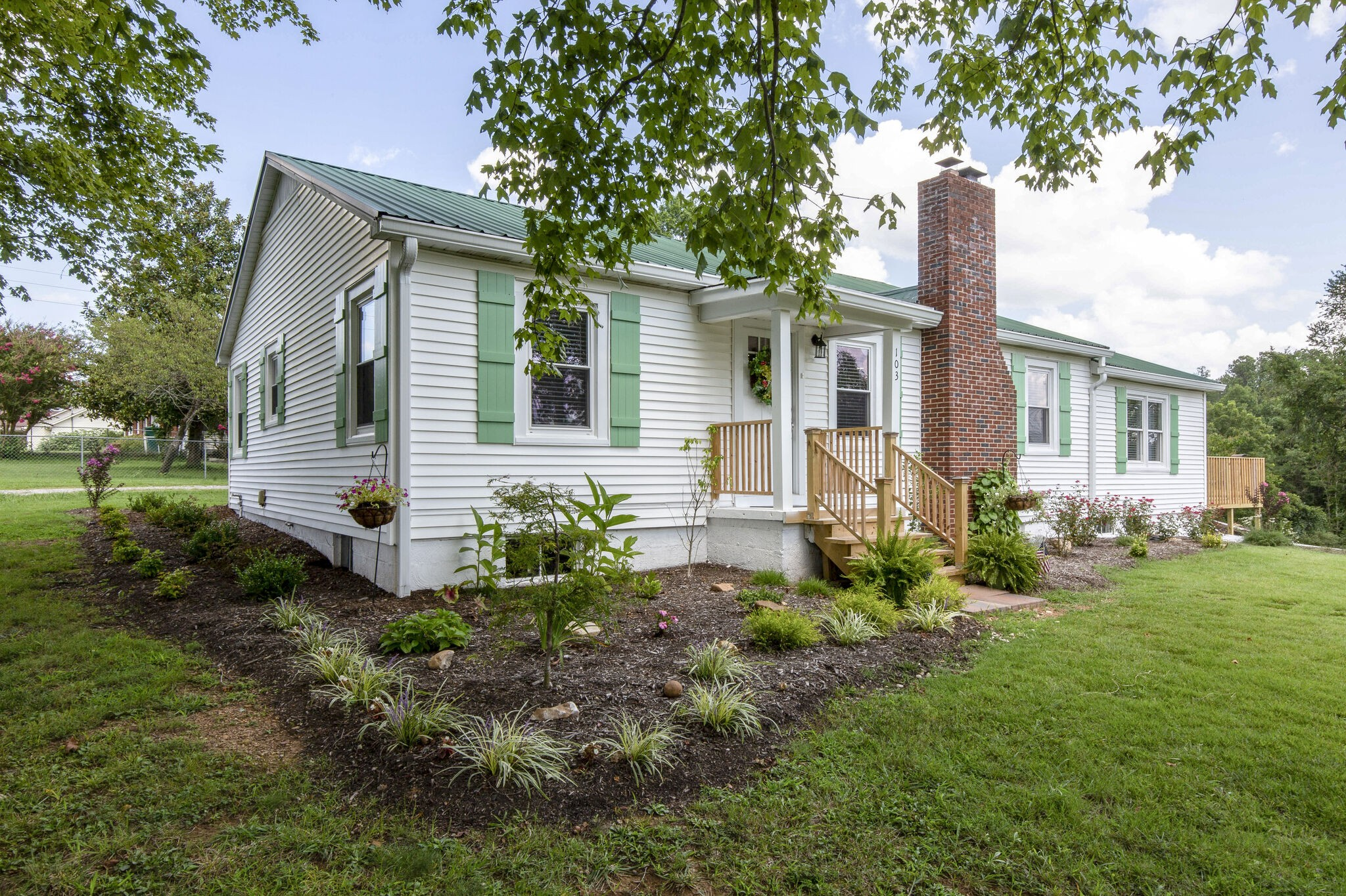 103 Hillhaven Dr Property Photo - Waverly, TN real estate listing