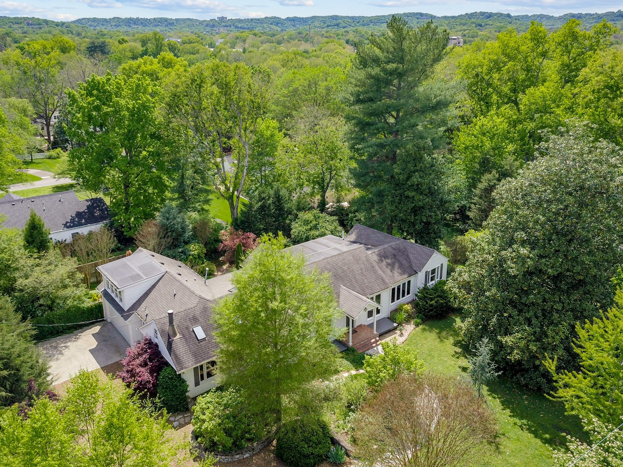 201 Scotland Pl Property Photo - Nashville, TN real estate listing