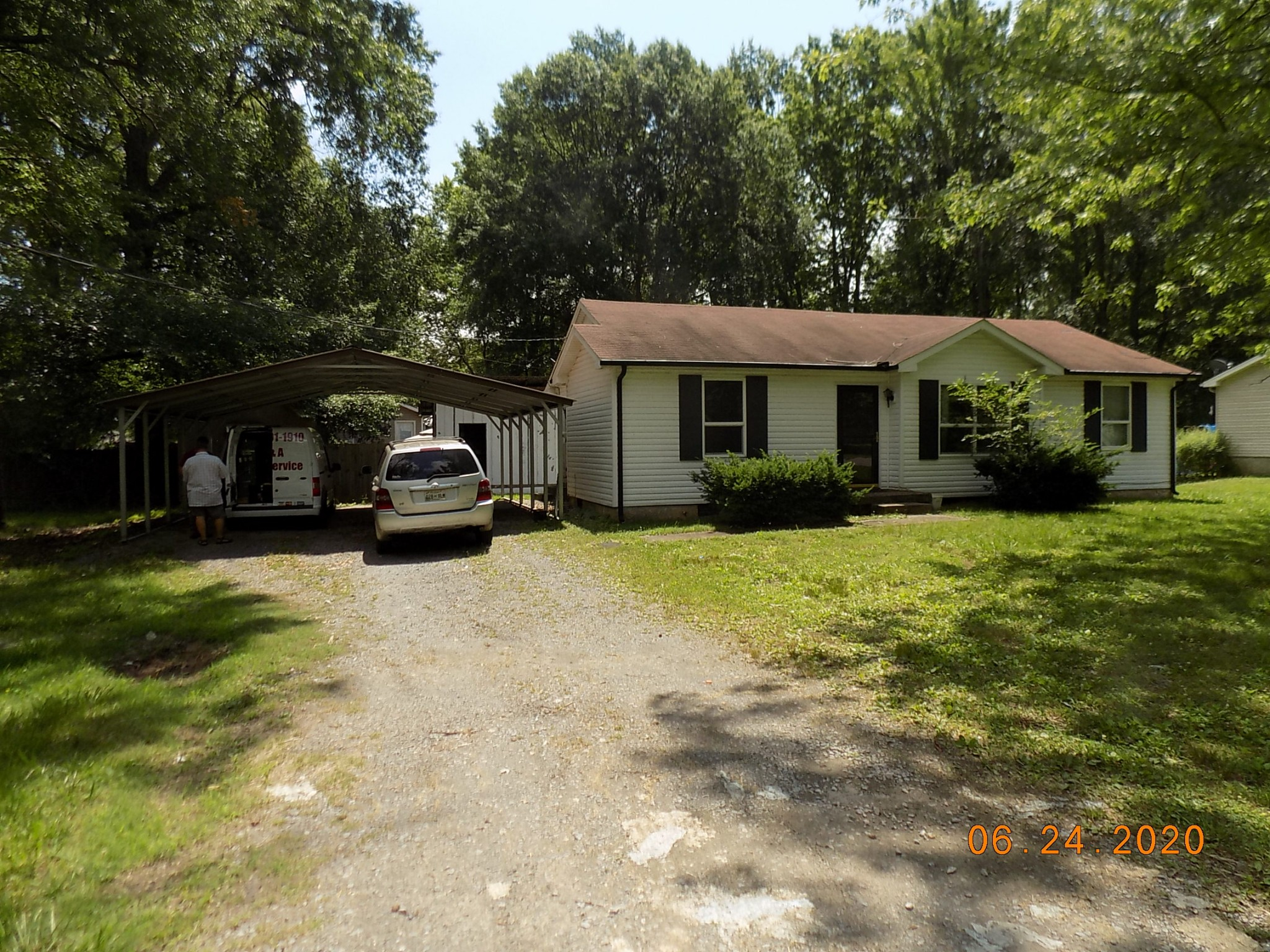 541 Roselawn Dr Property Photo - Clarksville, TN real estate listing
