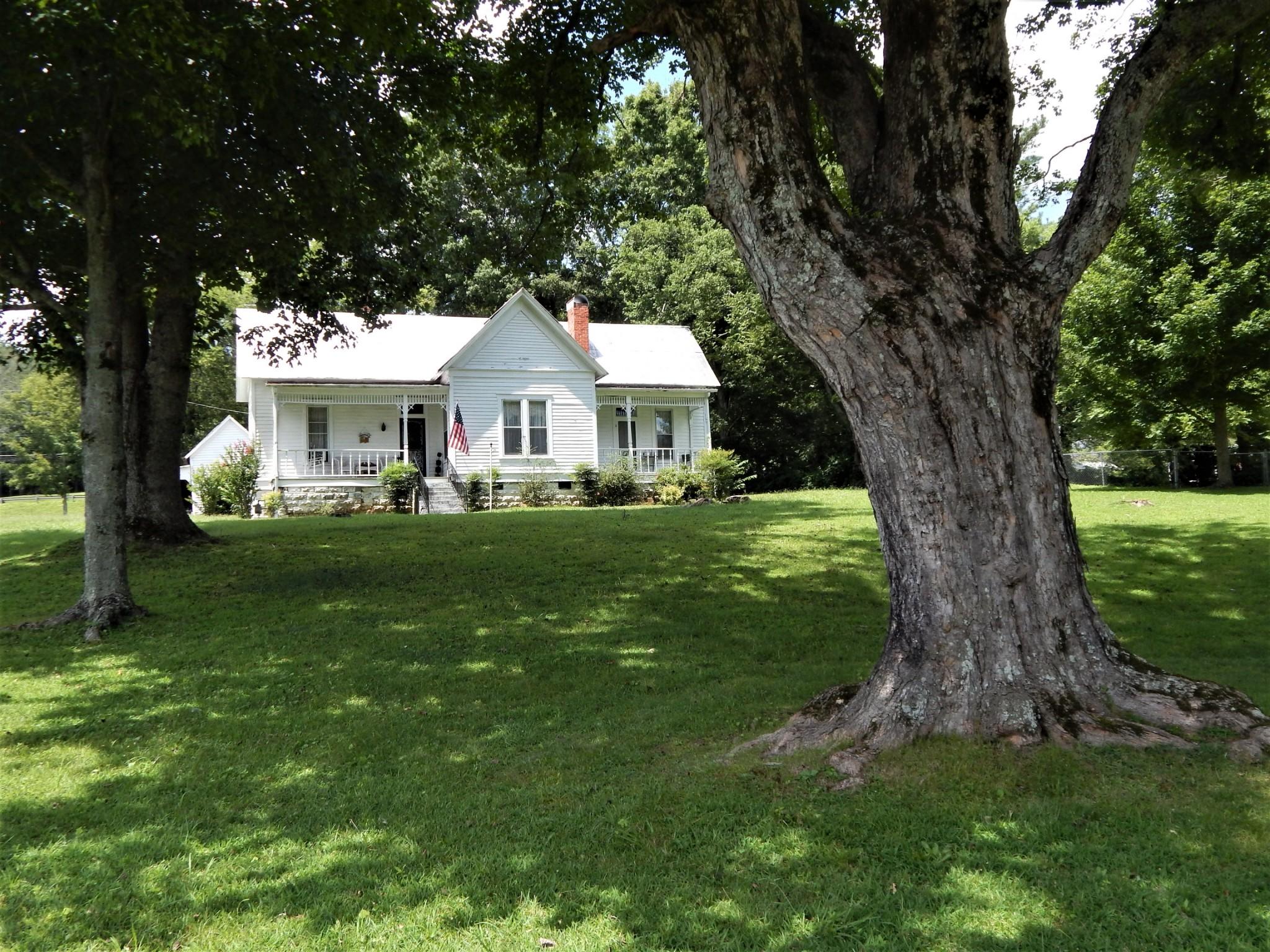 320 S Main St Property Photo - Waynesboro, TN real estate listing