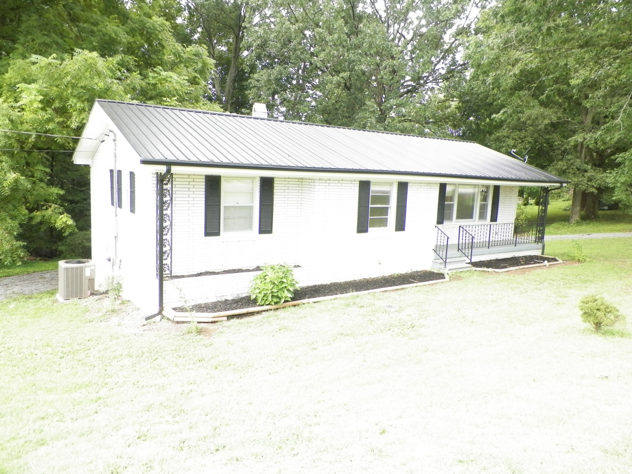 818 Lafayette Rd Property Photo - Red Boiling Springs, TN real estate listing