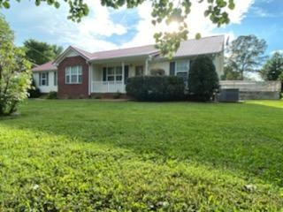 6827 Highway 31 E Property Photo - Westmoreland, TN real estate listing