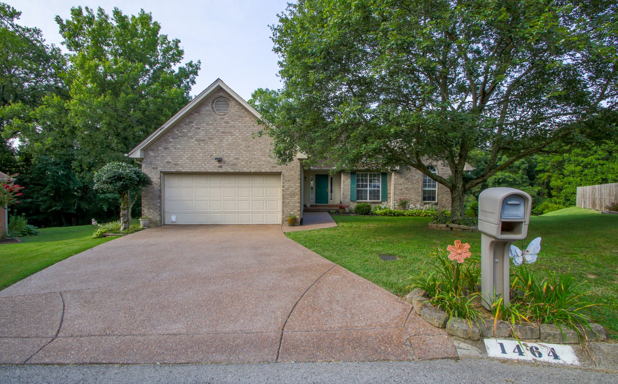 1464 Woodfield Dr Property Photo - Nashville, TN real estate listing