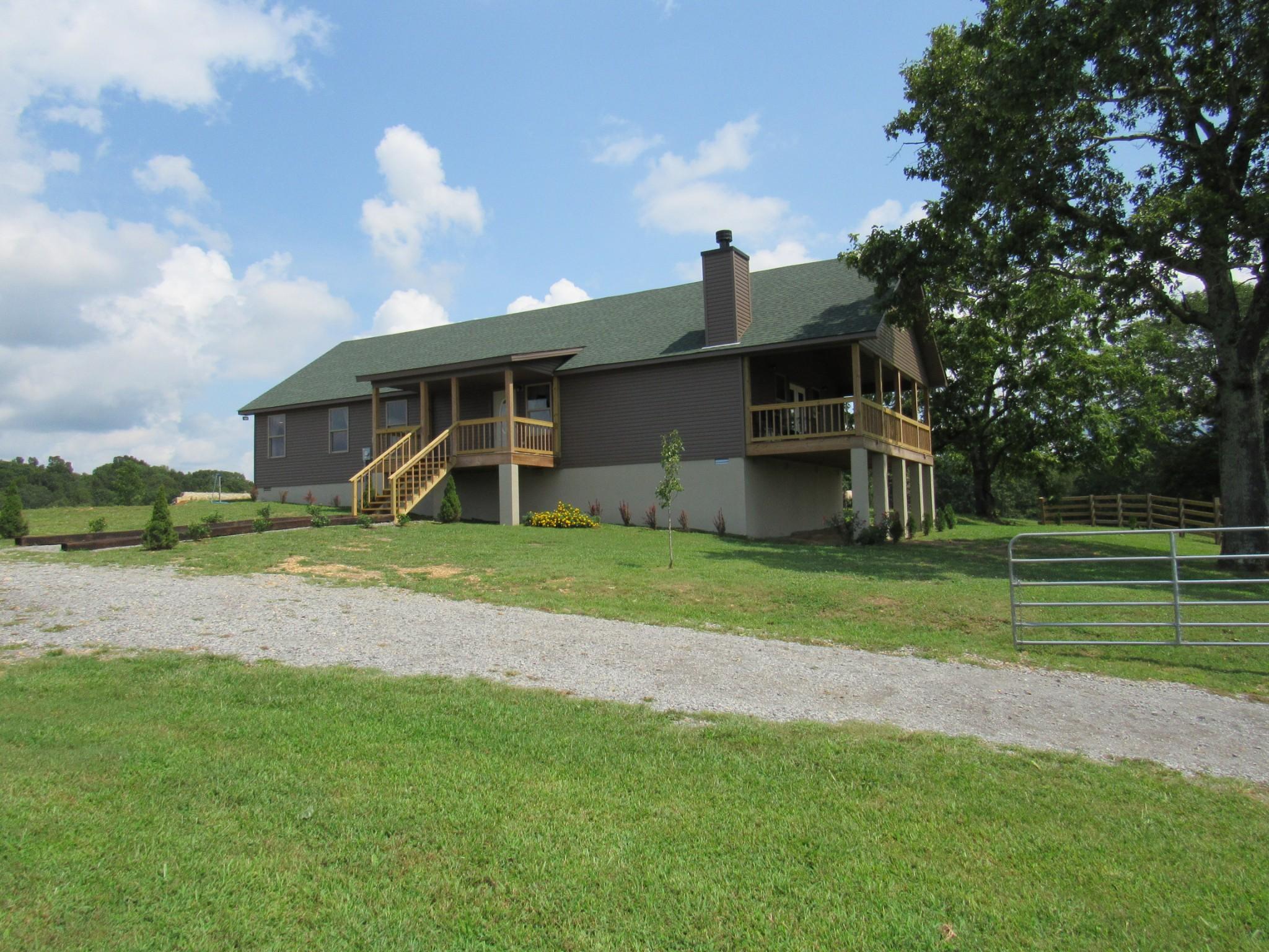 2300 Little Blue Ck Rd Property Photo - MC EWEN, TN real estate listing