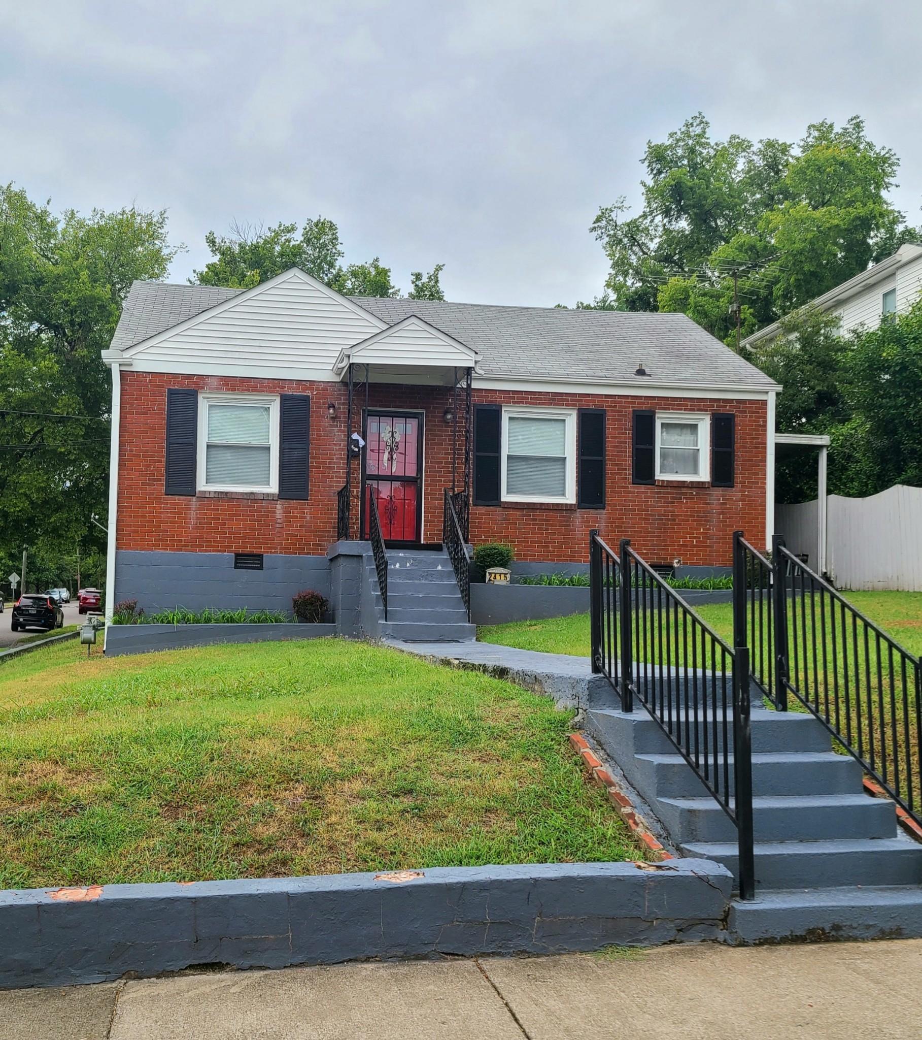 2415 Oakland Ave Property Photo