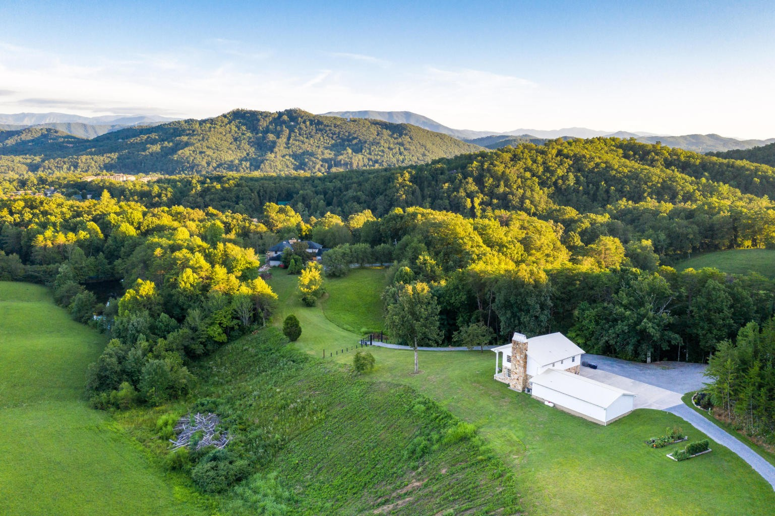 1140 Crestview Dr Property Photo - Pigeon Forge, TN real estate listing