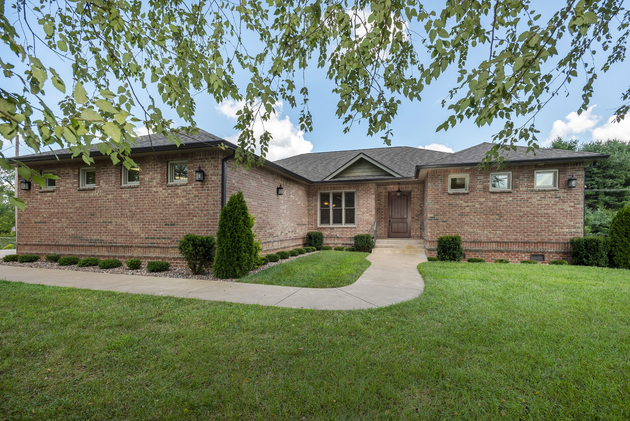 2137 Memorial Dr Property Photo - Clarksville, TN real estate listing